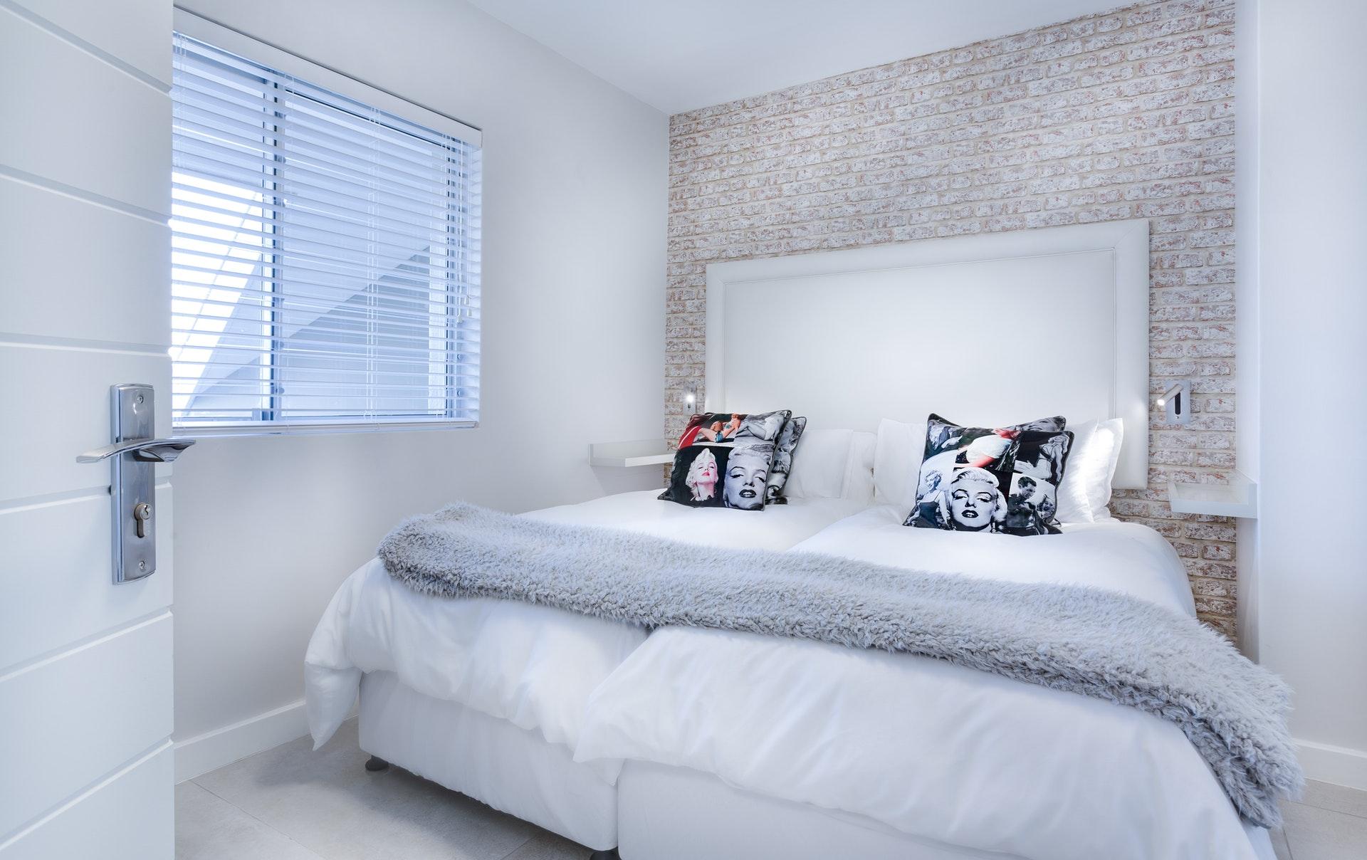 bed-bedroom-blanket-1457845
